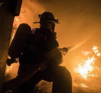 firefighter-3747363_1920